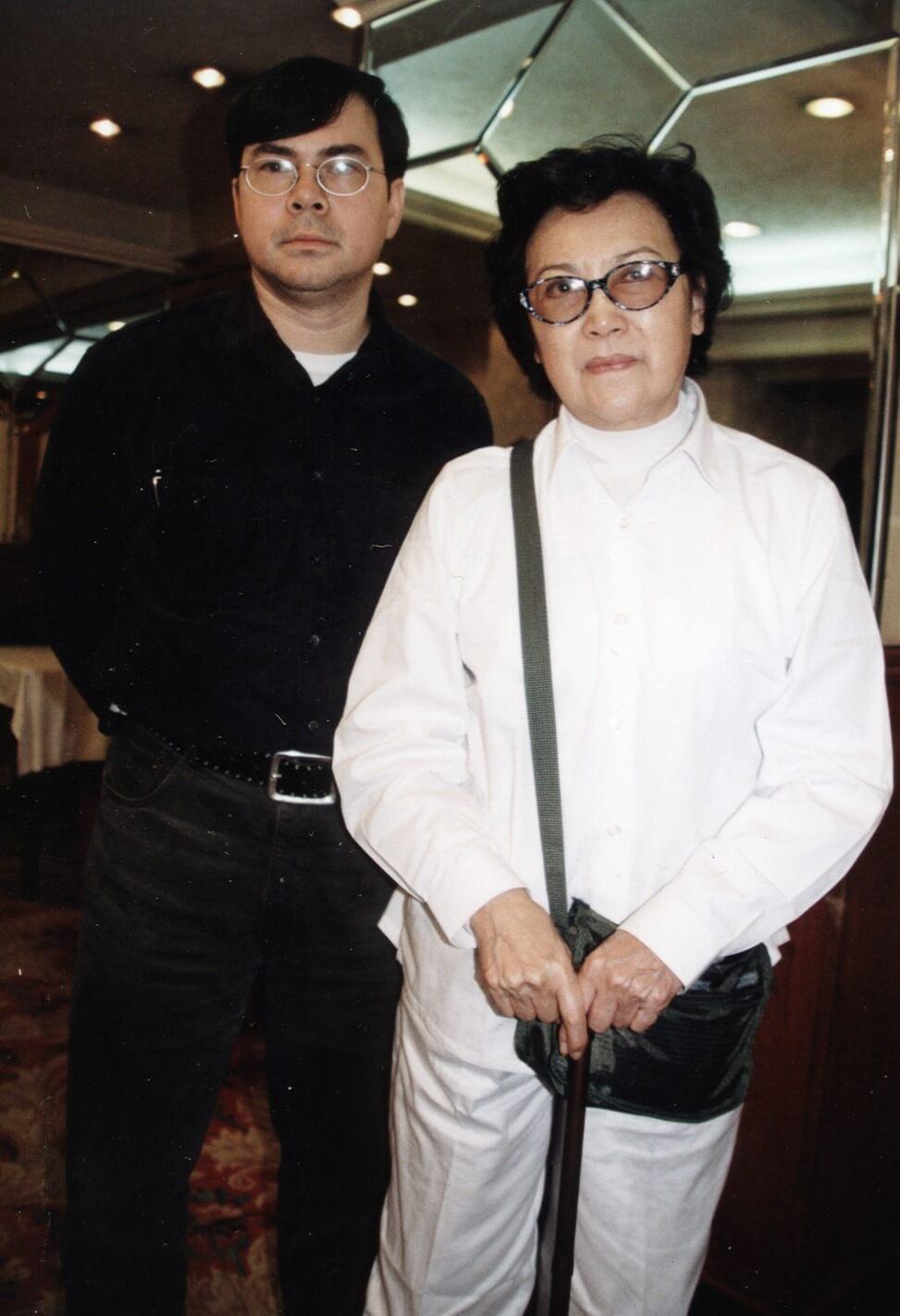 李香琴父親喪禮上,李樹佳與李香琴均心情哀傷