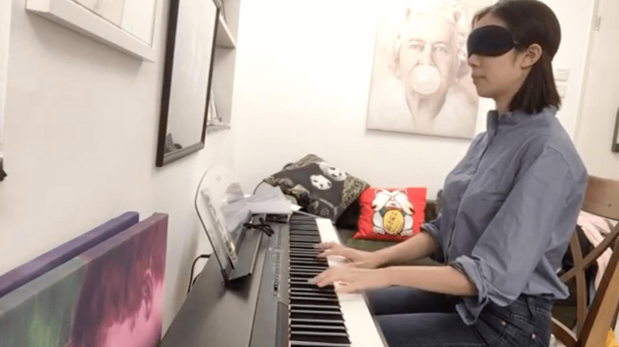 雖然麥明詩早已擁有八級鋼琴的資格,但她原來已經有十年時間沒有彈琴,因此現在要更用心練習。