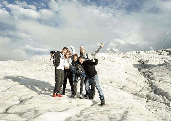 一行五人走遍五大聞名絕景拍MV;男友Kyle是自然保護與探險攝影師,曾為Discovery Channel拍攝過不少保育節目。