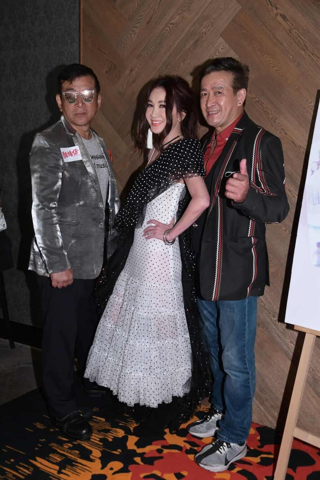 麥德羅6月24日與胞弟麥德,出席溫碧霞主演電影《靚妹仔》經典重播的VIP場活動
