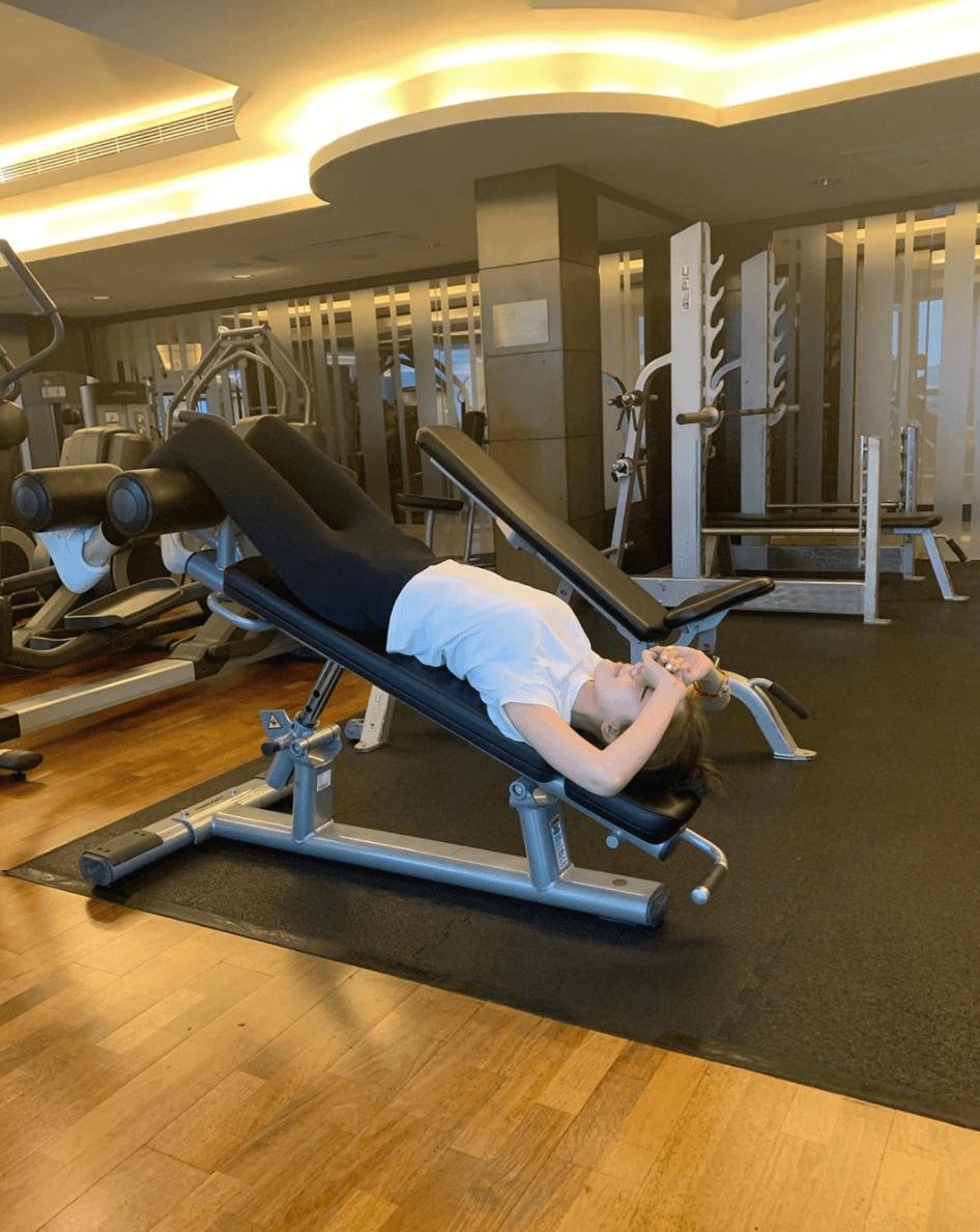 施匡翹昨日貼出到健身室的照片