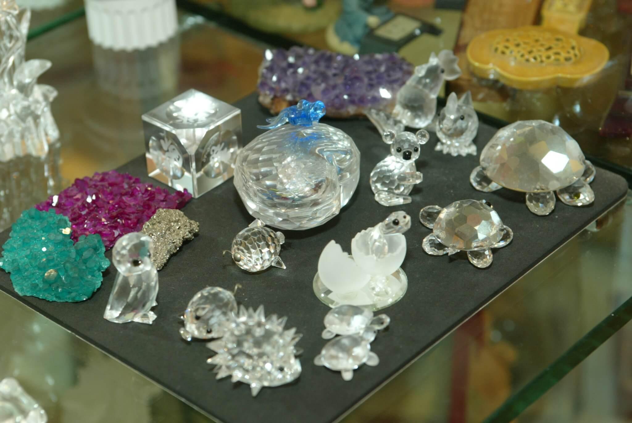 琴姐不諱言喜愛水晶,所以飯廳的玻璃櫃中,珍藏了許多水晶擺設。