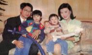 劉昌與羅佩芝一家四口合照,當時劉家第五位成員已悄悄在母親肚內了。