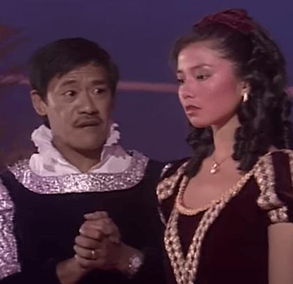 鍾楚紅與吳耀漢在《歡樂今宵》合演惡搞版《羅密歐》,又唱又演,看得觀眾拍案叫絕。