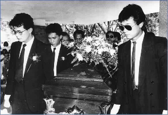 翁美玲離世時正值熱播《挑戰》,更成為當期《香港電視》封面人物,喪禮上拍檔梁朝偉聯同苗僑偉、黃日華一起扶靈。