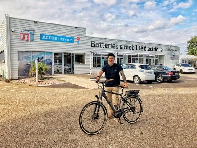家族在波爾多有電動單車工場,Alex現在專心治療外,亦決定接手家族業務。
