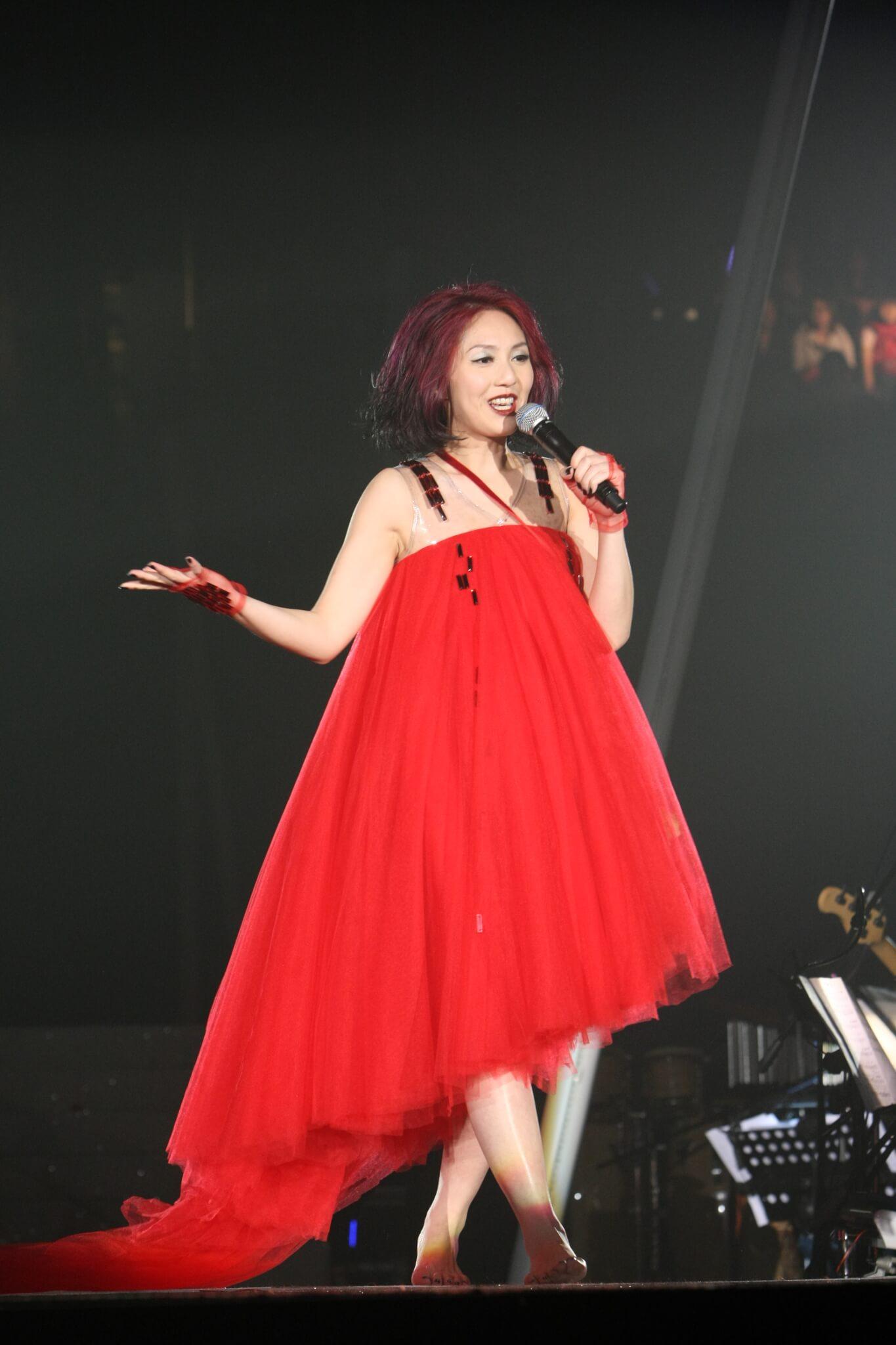 《楊千嬅Minor Classics Live音樂會》開騷前才發現懷孕,雖然未足三個月,但千嬅已出現水腫,所以已準備的鞋都穿不上。