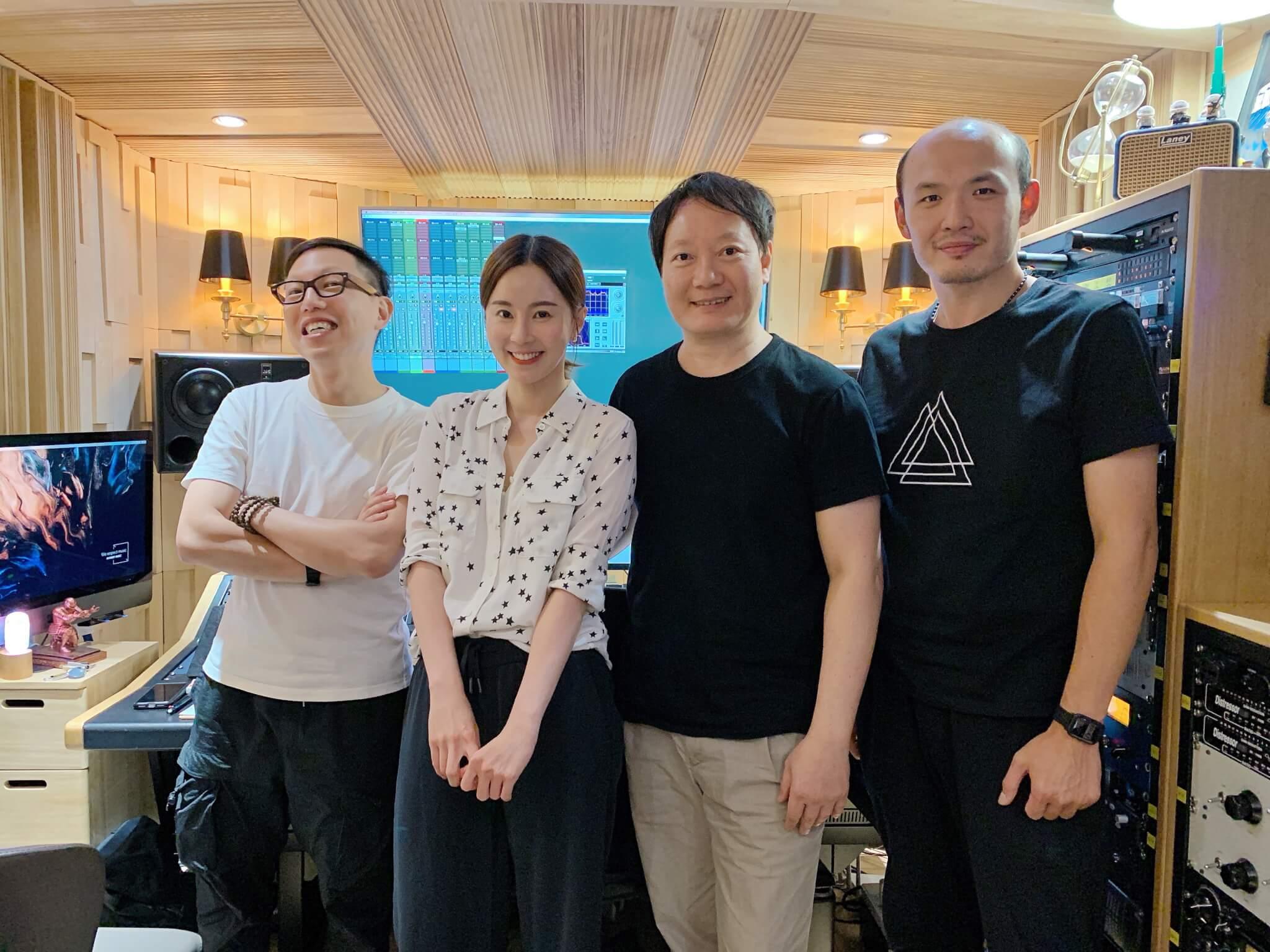 易老師(右二)曾為多位台灣天王天后填詞,Theresa有幸跟對方合作。