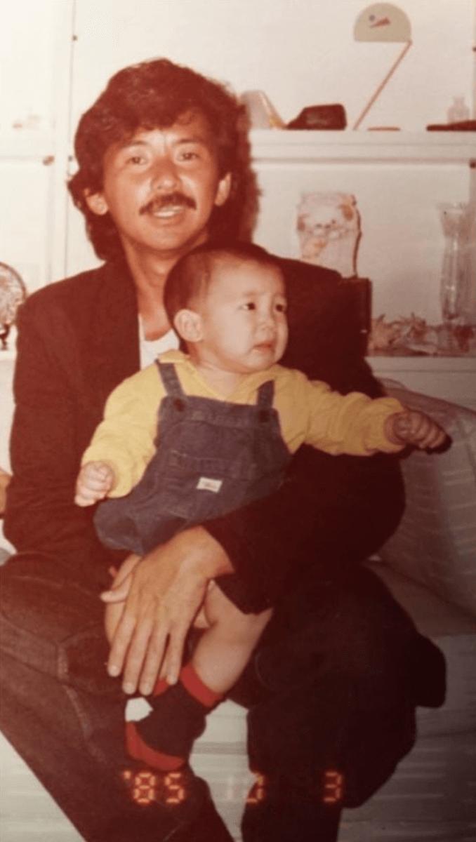 林德信昨日貼出與父親的舊照