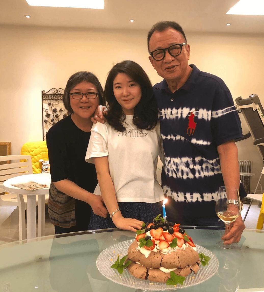 囡囡惠菁(Charmaine)炮製愛心蛋糕
