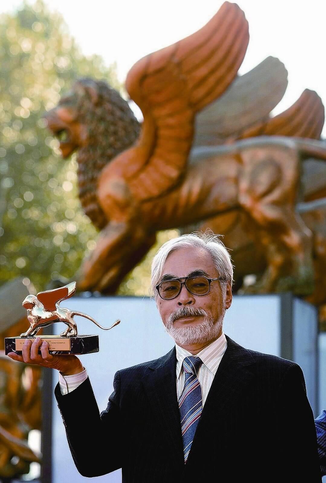 日本動畫大師宮崎駿獲頒「終身成就獎」,他不認為此獎是頒給退休老人,更直言至今尚未有一部滿意的作品,積極追求完美境界,是其成功的重要因素。