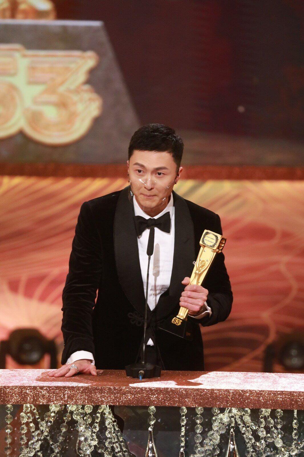 王浩信今年他唱的劇集歌曲,如《心眼》及《甘心替代你》在網上都有很高的點擊率,隨時有機會在今個星期日繼視帝外又在《勁歌總選》得獎。