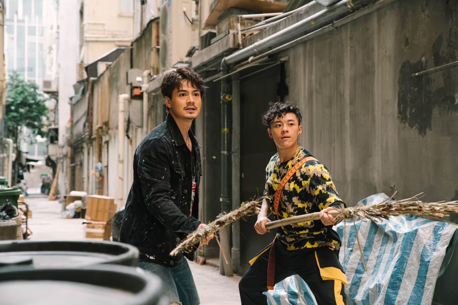 在《陀槍師姐2021》劇中跟羅子溢最多對手戲,關曜雋說子溢當他弟弟一樣,令他喜出望外,而且鏡頭前後都很照顧,使他很快就投入了角色中。