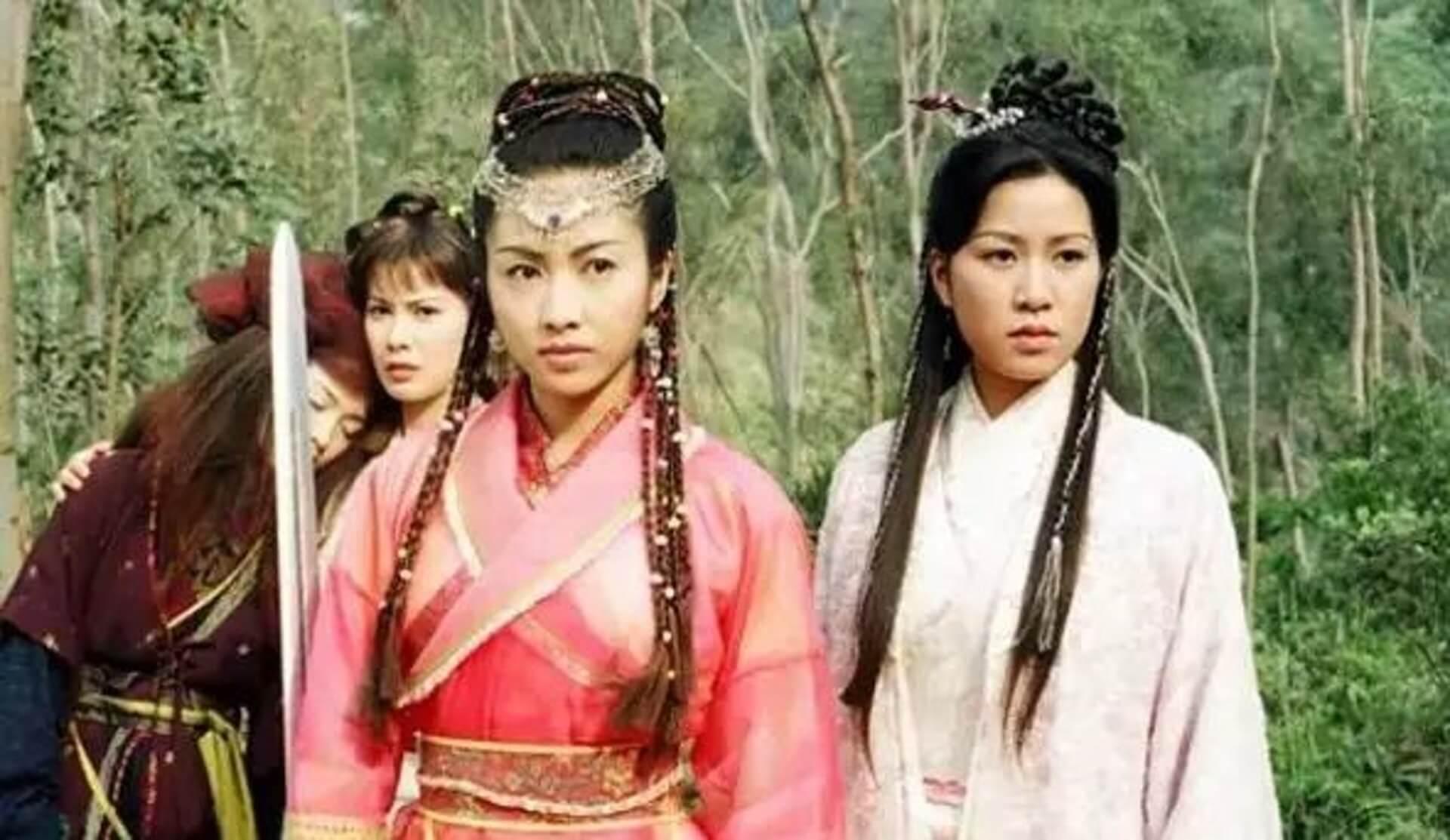在《倚天屠龍記》中,黎姿飾演趙敏,佘詩曼則飾演周芷若