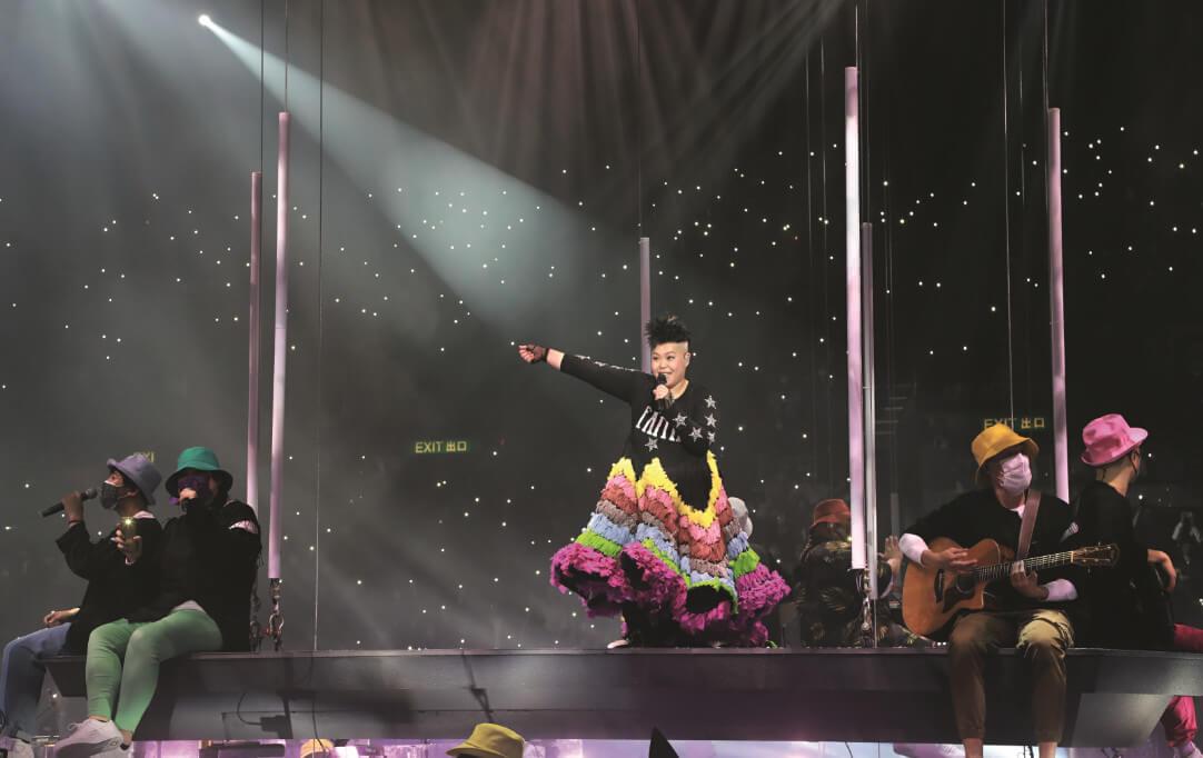 除了模仿薛家燕、彭羚等唱腔,二汶透露自己可以模仿劉德華,但由於開聲後無法重回低音而放棄表演。
