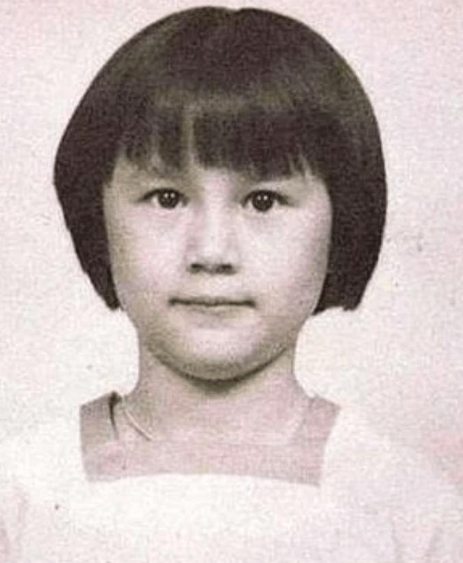 從小就有美人相