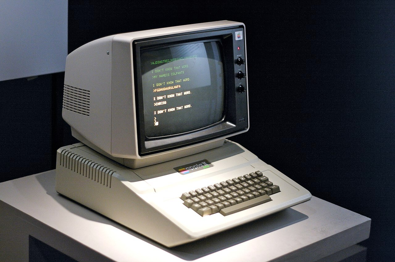 1280px-apple_ii_plus_museum_of_the_moving_image