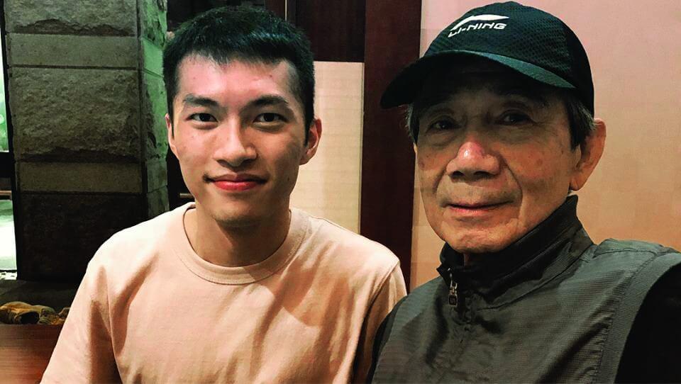 家朗獲七十六歲國際羽球名將湯仙虎教練旳指導受益不淺