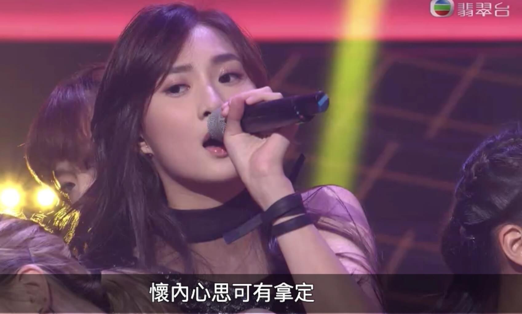 鍾柔美(Yumi)在第一回合唱出《第四晚心情》