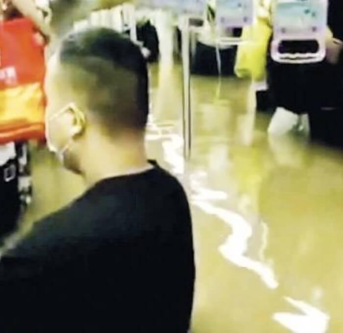 河車鄭州地鐵水浸 圖片來源:互聯網