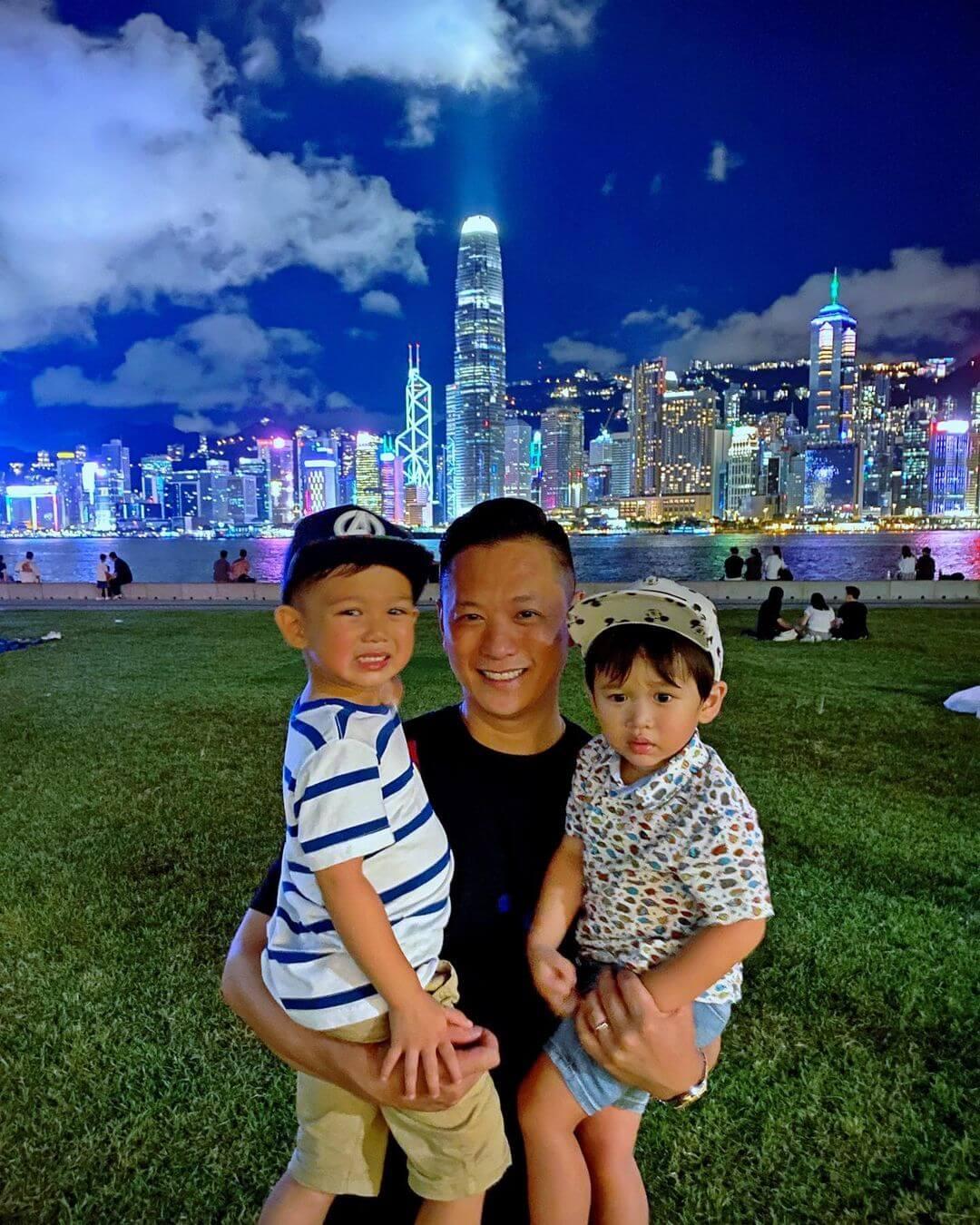 老公李乘德與兩名兒子